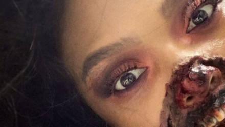 Девушка пришла в больницу с приступом паники, но врачи заметили только её макияж