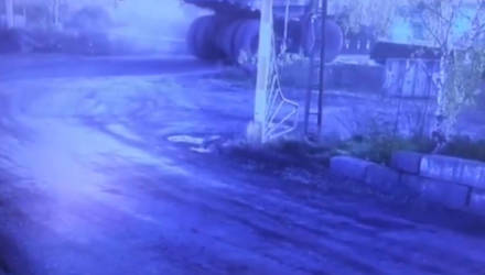 БелАЗ врезался в поезд и вытолкнул его с рельсов: появилось видео нашумевшей аварии