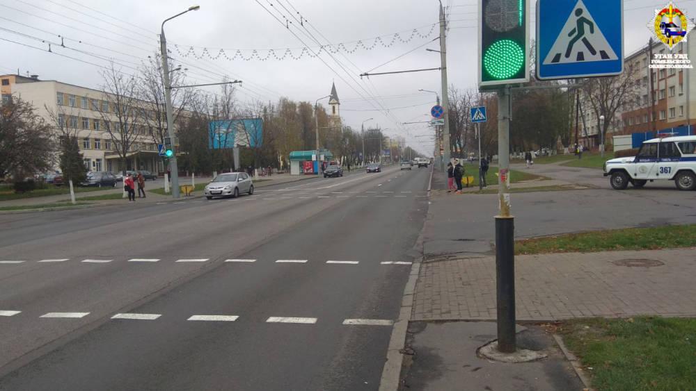 В Гомеле 12-летний школьник на самокате выехал на переход на красный и его сбил автомобиль