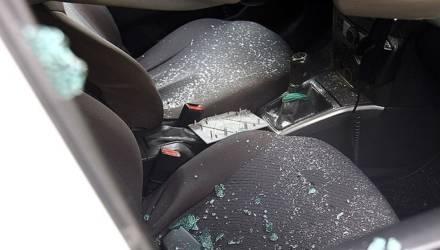 Гомельчанка поссорилась с парнем и со злости повредила машины на столичной парковке