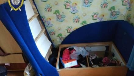 «Ослушалась». В Зельвенском районе мужчина избил 4-летнюю дочку – она в реанимации