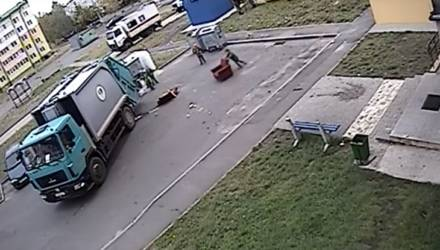 «Гомельское гетто». На Гомельщине 9-летние дети лазят по мусоркам и бьют машины