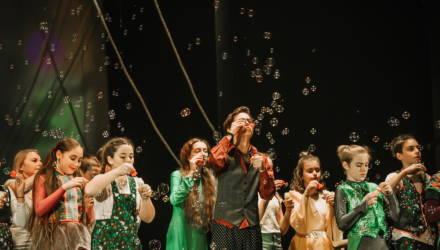 В Гомеле отпраздновали 30-летие Конвенции о правах ребёнка бесплатным инклюзивным спектаклем «8 чувств или рождение человека»