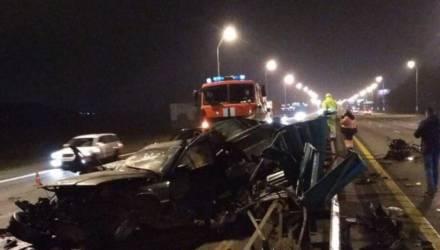 Жуткая авария на МКАД: BMW влетел в разделительное ограждение