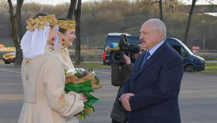 """""""Где вы шили такую одежду"""": Лукашенко оценил пальто белорусских девушек"""
