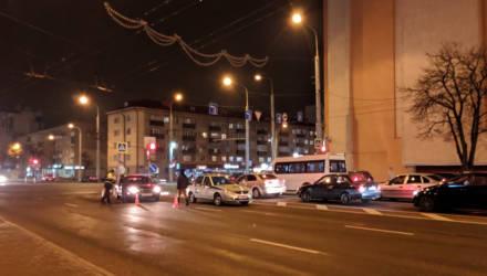 """В Гомеле на переходе сбили школьницу, а на мосту Хатаевича водители собрали """"паровозик"""" из трёх авто"""