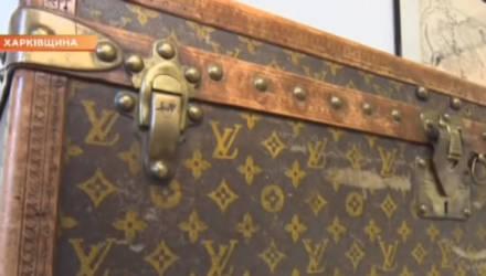 Украинские пенсионеры хранили корм для кур в старинном сундуке Louis Vuitton