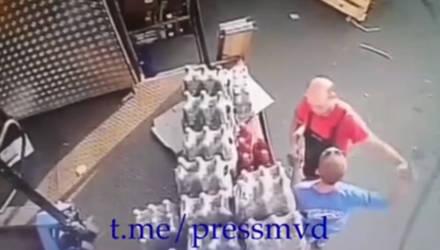 В Мозыре мужчине, который, угрожая пистолетом, похитил две бутылки пива, дали 8 лет