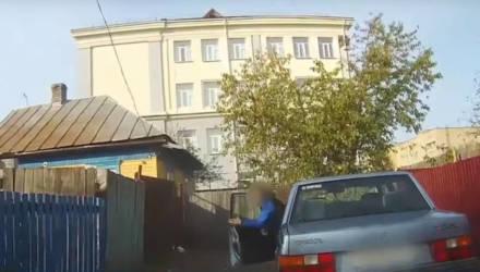 В Мозыре бесправник на Volvo отчаянно скрывался от погони ГАИ, но заехал в тупик – видео