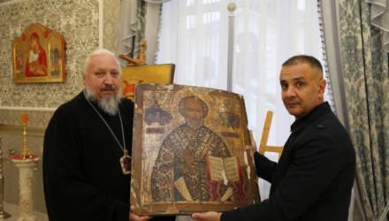 Правоохранители возвратили украденные в церкви картины в Гомельскую епархию