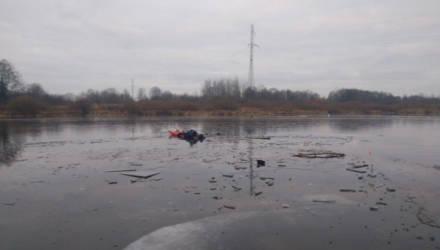 МЧС спасло двоих рыбаков, решивших порыбачить на первом льду Сожа