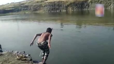 Парни увидели, как тонет их друг, и просто сняли его страшную смерть на видео