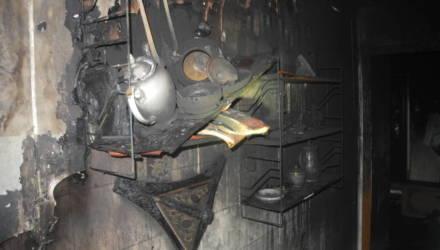 В Гомеле ночью из-за неисправности холодильника горела квартира на 15-м этаже: эвакуированы 5 человек