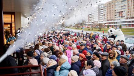 В Светлогорске с ажиотажем открыли торговый центр «Шатилки»