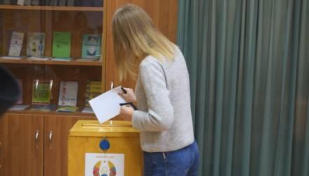 Началось досрочное голосование: на участки в Гомеле пришли первые избиратели