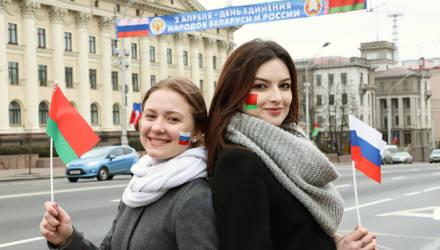 «Коммерсантъ»: Почти 90% белорусов выступают за союзнические или партнёрские отношения с Россией