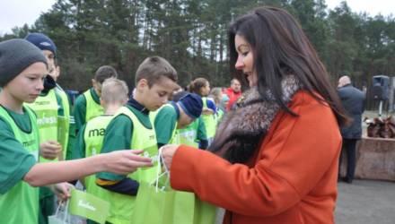 В Житковичах торжественно открыли мини-футбольное поле