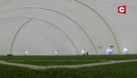 В Гомеле завершается возведение крупнейшего в Беларуси надувного футбольного манежа