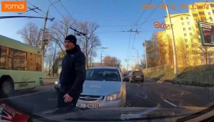 ГАИ нашла водителя-белоруса, который ехал по встречке и плюнул в стекло не пропустившего его авто
