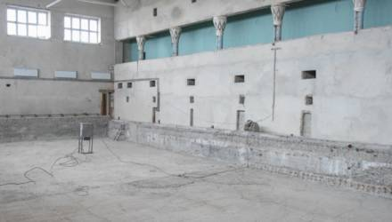В Гомеле идёт ремонт спортивной школы по улице Портовой