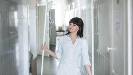«Получаю 1300 рублей чистыми, но молодым коллегам не позавидуешь»: что думают учителя и медики о повышении своих зарплат
