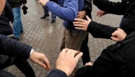 Молодёжные разборки в Речице: 16-летний подросток избил парня, который пытался уйти из толпы дерущихся сверстников