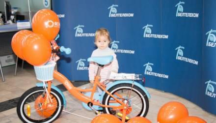 """""""Белтелеком"""" подарил детский велосипед девочке с необычным именем из Гомеля"""