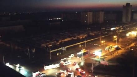 Отключенные светофоры и десятки застрявших в лифтах. Часть Гомеля на время осталась без света