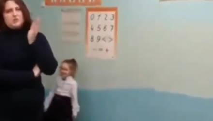 Странное видео из гомельской школы: «Директор забрала доску, потому что родители не заплатили». В администрации опровергают