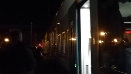 «Было две вспышки, и всех попросили покинуть вагоны». Поезд «Минск-Гомель» остановился в пути