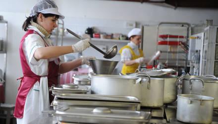 В гомельских садиках и школах остро не хватает поваров: открыты более 40 вакансий