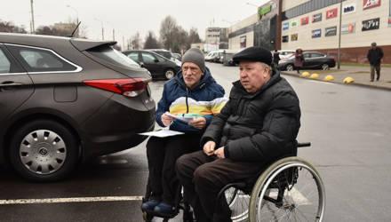 «Не заметил знак», «я на минуточку». Кто занимает на гомельских парковках места для инвалидов