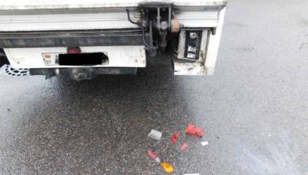 В Гомеле ночью пьяный мужчина из хулиганских побуждений разбил чужой автомобиль