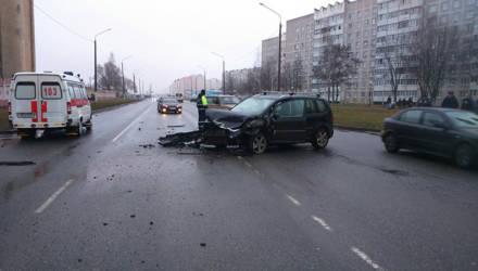 В Рогачёве водитель Honda не уступила дорогу VW: пострадала трёхлетняя девочка-пассажир