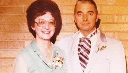 Супруги, которые прожили вместе 70 лет, умерли лицом к лицу с разницей в 20 минут