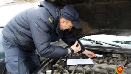 Серию подделок, связанных с легализацией автотранспорта на территории Беларуси, выявили правоохранители Гомельщины