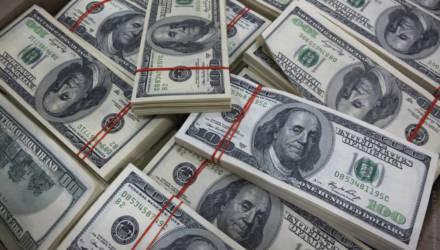 Внук украл у своей бабушки 180 тысяч долларов. Откуда у белорусской пенсионерки столько денег?