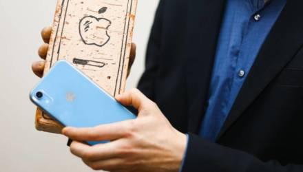 Магазин продал гомельчанину подержанный iPhone, но узнать об этом сложно. И всё по закону?