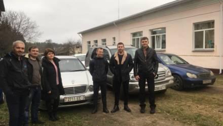 Ребята из автоклуба любителей Mercedes зарулили с подарками к деткам Гомельского районного СПЦ в Берёзках