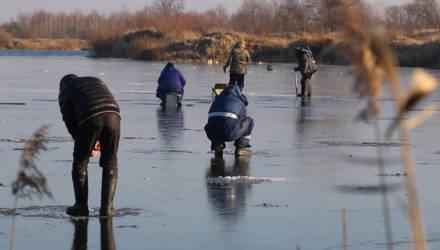 Спасатели прошли по местам любителей зимней рыбалки