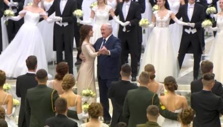 Лукашенко станцевал на балу с молодой брюнеткой – видео