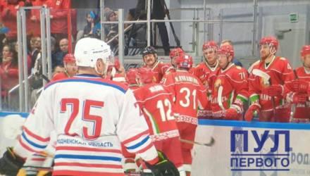 Коля Лукашенко сменил номер на хоккейной форме