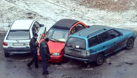"""""""Светлогорский крушитель"""" повредил пять автомобилей, возвращаясь ночью домой"""