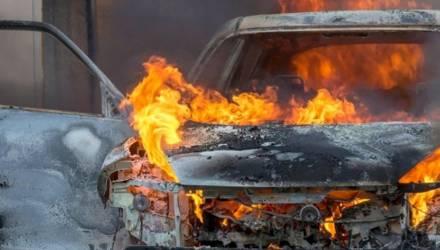 В Речице молодой человек поджёг машину соседа