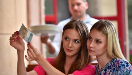 Белстат: в Беларуси 37,5% работников получают зарплату свыше 1 тысячи рублей