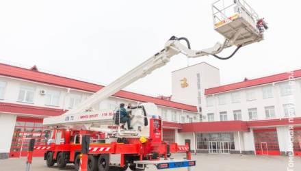 На 75 метров за 200 секунд: на вооружении гомельских спасателей появился новый автоподъёмник