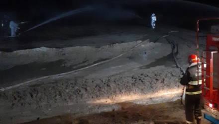 Трубопровод загорелся на нефтяной скважине в Речицком районе