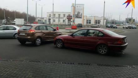 Фотофакт: редкое ДТП произошло в Гомеле - на автозаправке