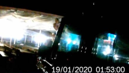 """Гомельчанин на """"Мерседесе"""" заехал по ступенькам ко входу в ночной клуб. Задержание водителя попало на видео"""