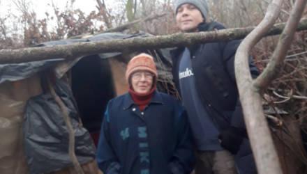 """""""Буду спать под деревом"""": женщина, которая жила в шалаше у озера в Гомеле, отказалась от жилья и работы"""